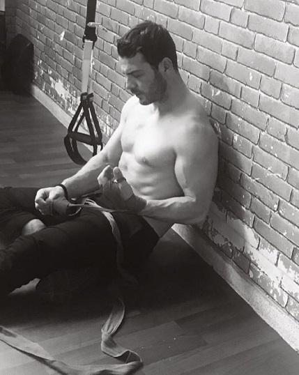 Ο Γιώργος κατά τη διάρκεια της φωτογράφισης για το περιοδικό You που έγινε στο Athens G Center - 5 Απριλίου 2018 Φωτογραφία: maria_troumpouki Instagram