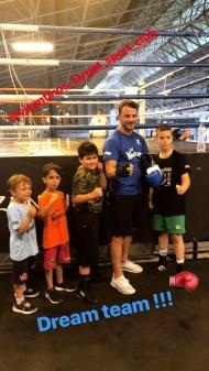 Ο Γιώργος με μικρούς φανς στο Vizantinos Target Sports Club στις 18 Μαΐου 2018 Φωτογραφία: official_danos_ga IG