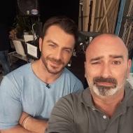 """Ο Γιώργος μαζί με τον Μανώλη Σκοπελίτη, τον υπεύθυνο καλεσμένων της εκπομπής """"Το Πρωινό"""", όπου βρέθηκε για συνέντευξη στις 25 Μαΐου 2018 Φωτογραφία: manolisskopelitis Instagram"""
