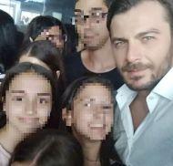 Ο Γιώργος μαζί με φανς στη Ρόδο όπου βρέθηκε για τα εγκαίνια του Treasure & Jewels στις 26 Μαΐου 2018 Φωτογραφία: anastasia_konstantina Instagram