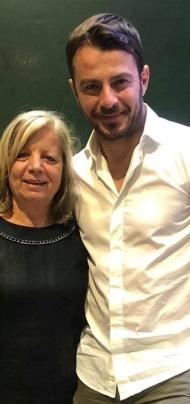 Ο Γιώργος μαζί με την αδελφή του Κούλλη Νικολάου στη Ρόδο όπου βρέθηκε για τα εγκαίνια του Treasure & Jewels στις 26 Μαΐου 2018 Φωτογραφία: κουλλης Νικολαου Facebook