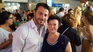Ο Γιώργος μαζί με φαν στη Ρόδο όπου βρέθηκε για τα εγκαίνια του Treasure & Jewels στις 26 Μαΐου 2018 Φωτογραφία: Filippos Papastamatiou Facebook