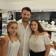 Ο Γιώργος μαζί με φανς στη Ρόδο όπου βρέθηκε για τα εγκαίνια του Treasure & Jewels στις 26 Μαΐου 2018 Φωτογραφία: Filippos Papastamatiou Facebook