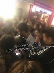 Ο Γιώργος ανάμεσα σε φανς στη Ρόδο, όπου βρέθηκε για τα εγκαίνια του Treasure & Jewels στις 26 Μαΐου 2018 Φωτογραφία: panagiwta_dr Instagram
