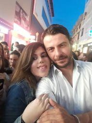 Ο Γιώργος μαζί με φαν στη Ρόδο όπου βρέθηκε για τα εγκαίνια του Treasure & Jewels στις 26 Μαΐου 2018 Φωτογραφία: Sousanna Strati_ Facebook