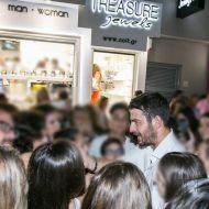 Ο Γιώργος με φανς στο μαγαζί Treasure & Jewels στη Ρόδο - 26 Μαΐου 2018 Φωτογραφία: Treasure Jewels & More. Facebook
