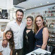 Ο Γιώργος με φίλους στο μαγαζί Treasure & Jewels στη Ρόδο - 26 Μαΐου 2018 Φωτογραφία: Treasure Jewels & More. Facebook