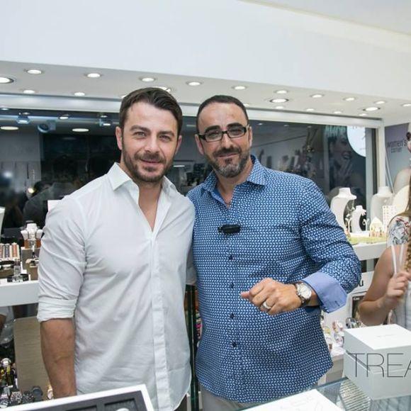 Ο Γιώργος με τον ιδιοκτήτη του μαγαζιού Treasure & Jewels, Φίλιππο Παπασταματίου, στη Ρόδο - 26 Μαΐου 2018 Φωτογραφία: Treasure Jewels & More. Facebook