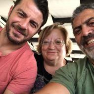 Ο Γιώργος και ο Κούλλης με την αδελφή του δεύτερου στη Ρόδο στις 27 Μαΐου 2018 Φωτογραφία: κουλλης Νικολάου Facebook