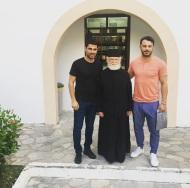 Ο Γιώργος με φίλους στη Ρόδο στις 27 Μαΐου 2018 Φωτογραφία: kathara_beach_cafe Instagram