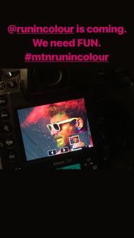 """Ο Γιώργος κατά τη φωτογράφιση της εκδήλωσης """"Run in Colour"""" - 3 Μαΐου 2018 Φωτογραφία: official_danos_ga Instagram"""