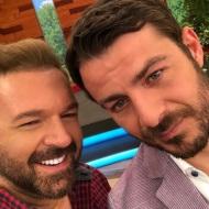 Ο Γιώργος μαζί με τον Μάκη Πουνέντη στο πλατό της Ελένης Μενεγάκη όπου βρέθηκε για συνέντευξη στις 4 Μαΐου 2018 Φωτογραφία: pounentism Instagram