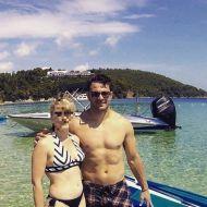Ο Γιώργος μαζί με φαν στις Κουκουναριές στη Σκιάθο - 10 Ιουνίου 2018 Φωτογραφία: evaggeliakotsia Instagram