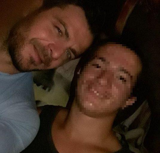 Ο Γιώργος μαζί με φαν στο pre-wedding party του Χρανιώτη στην Τήνο - 22 Ιουνίου 2018 Φωτογραφία: king_kamb Instagram