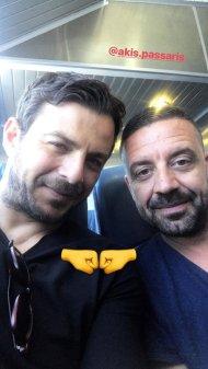 Ο Γιώργος μαζί με τον Άκη καθ'οδόν για την Τήνο για τον γάμο του Γιώργου Χρανιώτη - 22 Ιουνίου 2018 Φωτογραφία: official_danos_ga Instagram