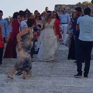 Ο Γιώργος συνοδεύοντας τη Γεωργία Αβασκαντήρα στην εκκλησία - 23 Ιουνίου 2018 Φωτογραφία: Κωστας Πατινιωτης Facebook