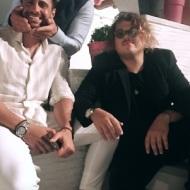 Ο Γιώργος μαζί με τον Κωνσταντίνο Βασάλο και Τζον Καγιούλη στον γάμο του Γιώργου Χρανιώτη στην Τήνο - 23 Ιουνίου 2018 Φωτογραφία: johnkagioulis Instagram