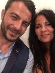 Ο Γιώργος μαζί με καλεσμένη στον γάμο του Γιώργου Χρανιωτη στην Τήνο - 23 Ιουνίου 2018 Φωτογραφία: Nicoletta Triki Facebook