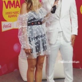 Ο Γιώργος στο κόκκινο χαλί των βραβείων Mad μαζί με την Ιλένια Γουίλιαμς που έγιναν στις 27 Ιουνίου 2018 Φωτογραφία: xxoumou Instagram