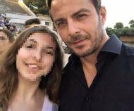 """Ο Γιώργος μαζί με φαν στο αρχαίο θέατρο Επιδαύρου όπου βρέθηκε για να παρακολουθήσει την παράσταση """"Αχαρνής"""" του Αριστοφάνη - 29 Ιουνίου 2018 Φωτογραφία: evakalaitzi Instagram"""
