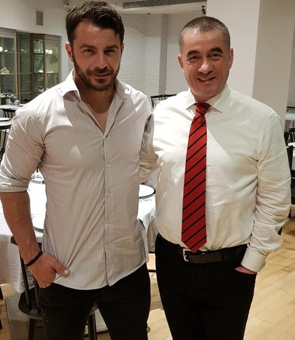 """Ο Γιώργος μαζί με τον μάνατζερ του εστιατορίου """"Καστελόριζο"""" στην Κηφισιά στις 3 Ιουνίου 2018 Φωτογραφία: Βασιλης Σταυρου Facebook"""