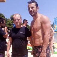Ο Γιώργος με φαν στις Κουκουναριές στη Σκιάθο την 1η Ιουλίου 2018 Φωτογραφία: atkolyva Instagram