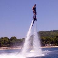 Ο Γιώργος κάνοντας θαλάσσια σπορ στο Salto WaterSports στις Κουκουναριές Σκιάθου την 1η Ιουλίου 2018 Φωτογραφία: atkolyva Instagram