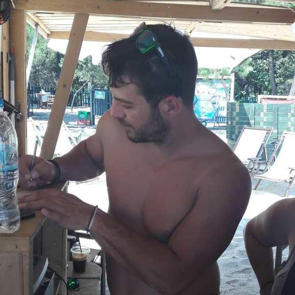 Ο Γιώργος στο Salto WaterSports στις Κουκουναριές Σκιάθου - 21 Ιουλίου 2018 Φωτογραφία: con_ianthi Instagram