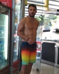 Ο Γιώργος στις Κουκουναριές στη Σκιάθο στις 21 Ιουλίου 2018 Φωτογραφία: danos_my_hero Instagram