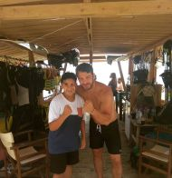 Ο Γιώργος με φαν στο Salto WaterSports στις Κουκουναριές Σκιάθου - 22 Ιουλίου 2018 Φωτογραφία: _bunny_lampaki_ Instagram