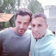 Ο Γιώργος μαζί με φαν στη Δράμα όπου βρέθηκε για να εκπληρώσει την ευχή του μικρού Άγγελου μέσω του Make a Wish - 9 Ιουλίου 2018 Φωτογραφία: almpaa_13 Instagram