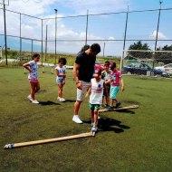 Ο Γιώργος μαζί με τον μικρό Άγγελο και άλλα παιδιά στην ακαδημία ποδοσφαίρου του ΠΑΟΚ στη Δράμα - 9 Ιουλίου 2018 Φωτογραφία: PaokAcademy Dramas Facebook