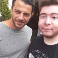 Ο Γιώργος μαζί με φαν στη Δράμα όπου βρέθηκε για να εκπληρώσει την ευχή του μικρού Άγγελου μέσω του Make a Wish - 9 Ιουλίου 2018 Φωτογραφία: pasxalis_gramm Instagram