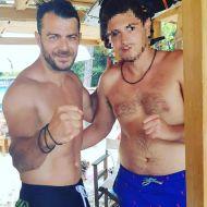 Ο Γιώργος μαζί με φαν στις Κουκουναριές στη Σκιάθο - 4 Αυγούστου 2018 Φωτογραφία: andreaskaloudis Instagram