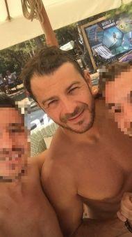 Ο Γιώργος μαζί με φανς στις Κουκουναριές στη Σκιάθο - 4 Αυγούστου 2018 Φωτογραφία: eniasdisho Instagram