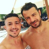 Ο Γιώργος μαζί με φαν στις Κουκουναριές στη Σκιάθο - 4 Αυγούστου 2018 Φωτογραφία: eniasdisho Instagram