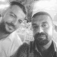 Ο Γιώργος με τον φίλο του Άκη στον γάμο του Σάκη Τανιμανίδη και της Χριστίνας Μπόμπα που έγινε στη Σίφνο - 1 Σεπτεμβρίου 2018 Φωτογραφία: akis.passaris IG