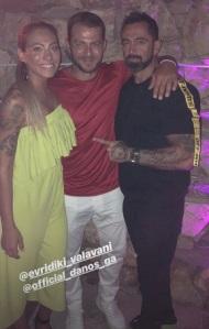 Ο Γιώργος με τον Μπο και την Ευρυδίκη στη Σίφνο για τον γάμο των Σάκη Τανιμανίδη και Χριστίνας Μπόμπα - 31 Αυγούστου 2018 Φωτογραφία: bo_fugitive Instagram