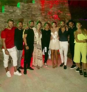 Ο Γιώργος με το ζευγάρι και με φίλους στη Σίφνο για τον γάμο των Σάκη Τανιμανίδη και Χριστίνας Μπόμπα - 31 Αυγούστου 2018 Φωτογραφία: costavasaloshd Instagram