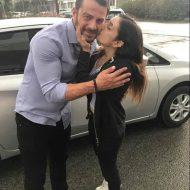Ο Γιώργος μαζί με φαν έξω από τα στούντιο του Sigma TV όπου βρέθηκε για συνέντευξη στις 12 Οκτωβρίου 2018 Φωτογραφία: andreaax__ Instagram