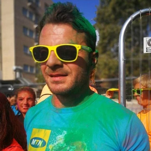 """Ο Γιώργος στη Λεμεσό κατά τη διάρκεια της εκδήλωσης """"Run in Colour"""" που έγινε στις 13 Οκτωβρίου 2018 Φωτογραφία: 1mara_costa Instagram"""
