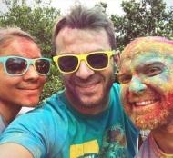 """Ο Γιώργος με φίλους στη Λεμεσό κατά τη διάρκεια της εκδήλωσης """"Run in Colour"""" που έγινε στις 13 Οκτωβρίου 2018 Φωτογραφία: official_danos_ga Instagram"""