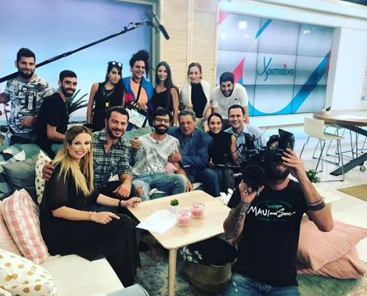 """Ο Γιώργος και όλη η ομάδα του """"Τατουάζ"""" μετά το ντου που έκαναν στην ζωντανή εκπομπή της Χριστιάνας Αριστοτέλους """"Με αγάπη Χριστιάνα"""" στις 24 Οκτωβρίου 2018 Φωτογραφία: giorgos_partsalakis_official Instagram"""