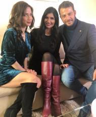 Ο Γιώργος μαζί με την Κατερίνα και τη δημοσιογράφο Σοφία Αλατζά κατά τη διάρκεια συνέντευξής τους - 11 Ιανουαρίου 2019 Φωτογραφία: sofia_alatza Instagram