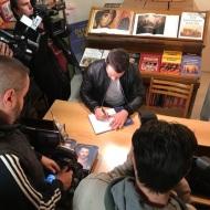 """Ο Γιώργος κατά τη διάρκεια της παρουσίασης του βιβλίου του """"Ντάνος: Μια αφήγηση στην Αυγή Σαββίδου"""" στα γραφεία της Εκδοτικής Αθηνών που έγινε στις 23 Φεβρουαρίου 2019 Φωτογραφία: ekdotikeathenon Instagram"""