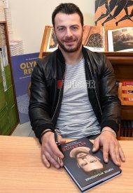 """Ο Γιώργος κατά τη διάρκεια της παρουσίασης του βιβλίου του """"Ντάνος: Μια αφήγηση στην Αυγή Σαββίδου"""" στα γραφεία της Εκδοτικής Αθηνών που έγινε στις 23 Φεβρουαρίου 2019 Φωτογραφία: FThis"""