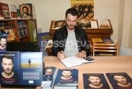 """Ο Γιώργος κατά τη διάρκεια της παρουσίασης του βιβλίου του """"Ντάνος: Μια αφήγηση στην Αυγή Σαββίδου"""" στα γραφεία της Εκδοτικής Αθηνών που έγινε στις 23 Φεβρουαρίου 2019 Φωτογραφία: Gossip TV"""