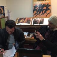 """Ο Γιώργος μαζί με τον φίλο του Γιώργο Χρανιώτη κατά τη διάρκεια της παρουσίασης του βιβλίου του """"Ντάνος: Μια αφήγηση στην Αυγή Σαββίδου"""" στα γραφεία της Εκδοτικής Αθηνών που έγινε στις 23 Φεβρουαρίου 2019 Φωτογραφία: ntanos.official.fp Instagram"""