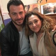 """Ο Γιώργος μαζί με τη φίλη Ρούλα κατά τη διάρκεια της παρουσίασης του βιβλίου του """"Ντάνος: Μια αφήγηση στην Αυγή Σαββίδου"""" στα γραφεία της Εκδοτικής Αθηνών που έγινε στις 23 Φεβρουαρίου 2019 Φωτογραφία: roula_s_k Instagram"""