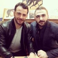 """Ο Γιώργος μαζί με τον φίλο του Σήφη κατά τη διάρκεια της παρουσίασης του βιβλίου του """"Ντάνος: Μια αφήγηση στην Αυγή Σαββίδου"""" στα γραφεία της Εκδοτικής Αθηνών που έγινε στις 23 Φεβρουαρίου 2019 Φωτογραφία: sifis_gle Instagram"""